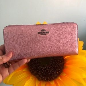 Coach 🎀Metallic Pink Wallet